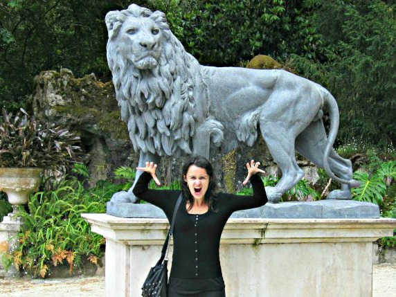 Travel blogger and freelance writer Sofie Couwenbergh in Sintra, Portugal